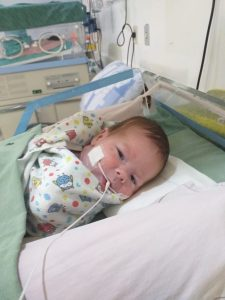 whatsapp image 2020 01 10 at 09.42.02 225x300 - DESAFIO: parto de bebê prematuro e com tumor 'maior que a cabeça dele' mobiliza 50 profissionais; confira