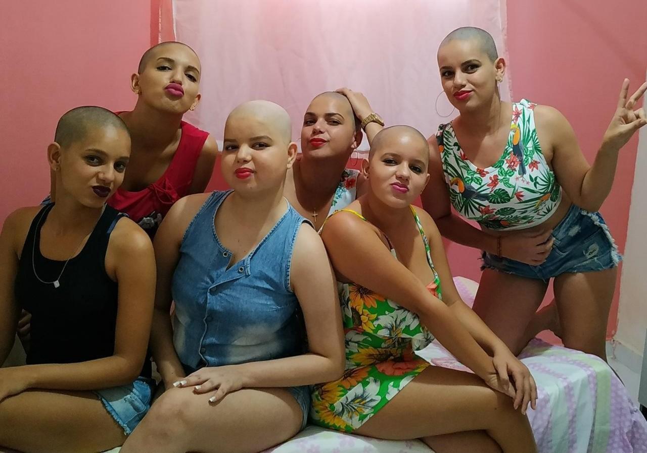 whatsapp image 2020 01 21 at 06.31.52 - Após descobrir câncer de irmã, família raspa o cabelo em solidariedade, na Paraíba