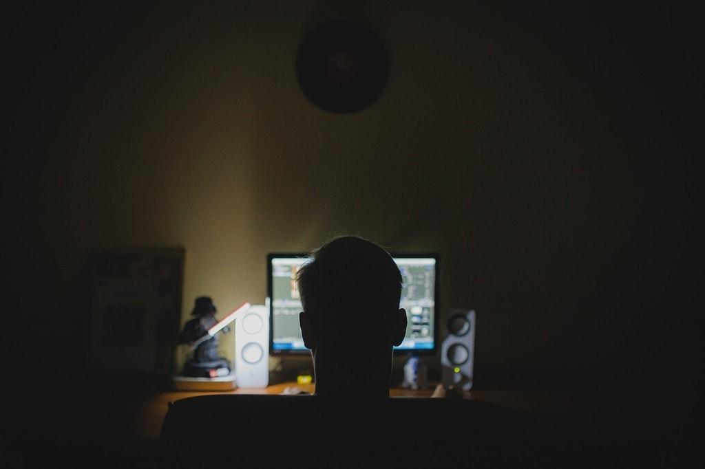 work 933061 1280 1024x682 - ESTUPRO VIRTUAL: abuso pela internet entra na mira da polícia no Brasil