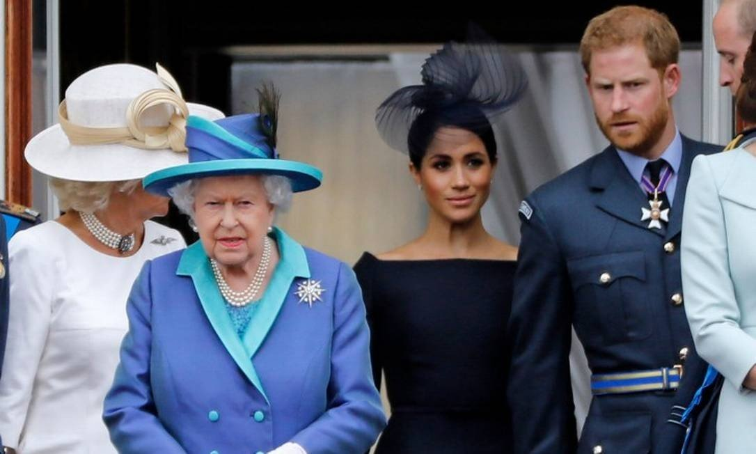 x86431370 FILES In this file photo taken on July 10 2018 L R Britains Camilla Duchess of Cornwal.jpg.pagespeed.ic .5ci H6Kgsp - Após 'reunião familiar', rainha diz em nota que 'respeita totalmente' decisão de Harry e Meghan
