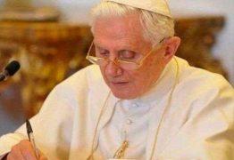 Bento XVI nega ser coautor de livro sobre celibato