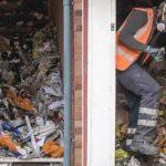 xblog trash.jpg.pagespeed.ic .rwIgxGVMXP 150x150 - Acumulador é achado morto entre montanhas de lixo em casa