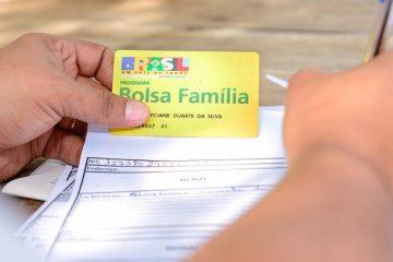 11jun2015 beneficiaria do programa bolsa familia 1582076304913 v2 900x506 360x240 - BENEFICIÁRIOS EXCLUÍDOS: Cortes no Bolsa Família impulsionam aumento da extrema pobreza no Brasil