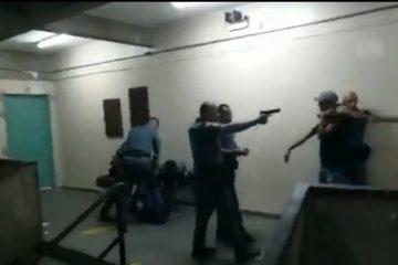 1517 pm s espancam jovens dentro de escola em sao paulo png 360x240 - PMs apontam arma e agridem alunos dentro de escola estadual - VEJA VÍDEO