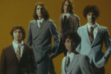 "5e4c1c635459e 360x240 - ""Bad Decisions"" é a nova música e clipe da banda The Strokes - VEJA VÍDEO"