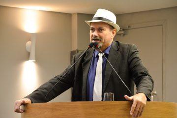Deputado Jeová Campos e o autor da Lei do Teste do Pezinho Ampliado 360x240 - Audiência em Cajazeiras vai discutir implantação da Lei 11.566 que garante o teste do pezinho ampliado na rede de saúde pública da PB