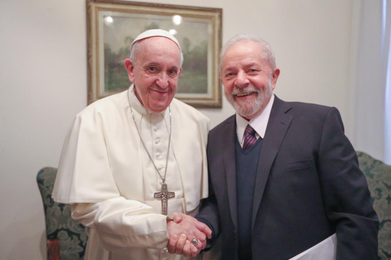 EQqzgGDWAAAMXHT - ENCONTRO HISTÓRICO: Lula conversa com Papa Francisco em Roma sobre 'justiça e fraternidade'
