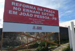 DE VOLTA PRO FUTURO: PMJP instala placa em praça após o prazo para conclusão de obra que não começou