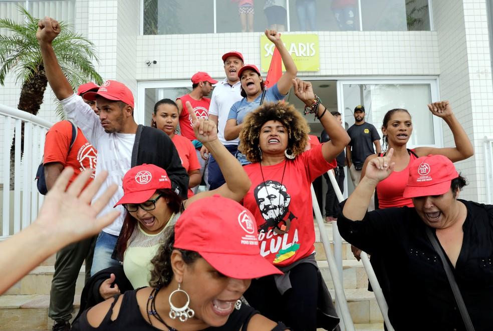 brazil politics lula triplex 2018 04 16t150751z 908780836 rc1effed6090 rtrmadp 3 brazil politics lula triplex paulo whitaker reuters - Juíza diz que MP não comprovou ato de Lula para invasão do tríplex
