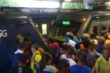 colisao metro recife 360x240 - VEJA VÍDEO: Colisão entre dois trens do Metrô do Recife deixa dezenas de feridos