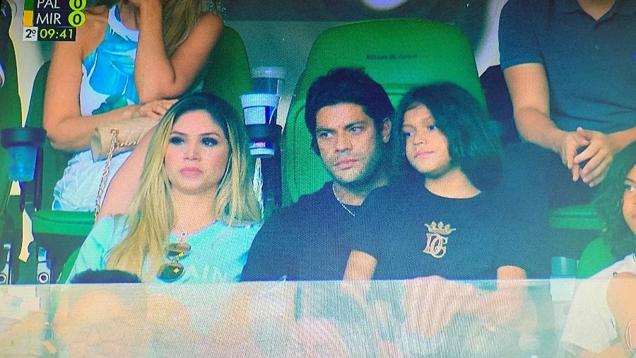 PROGRAMA EM FAMÍLIA: Hulk assiste jogo do Palmeiras no Allianz ao lado da namorada e dos filhos