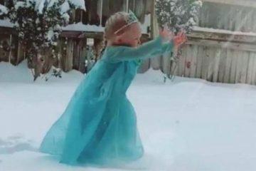 Garotinha canta música de 'Frozen' ao ver neve pela primeira vez e viraliza; VEJA VÍDEO