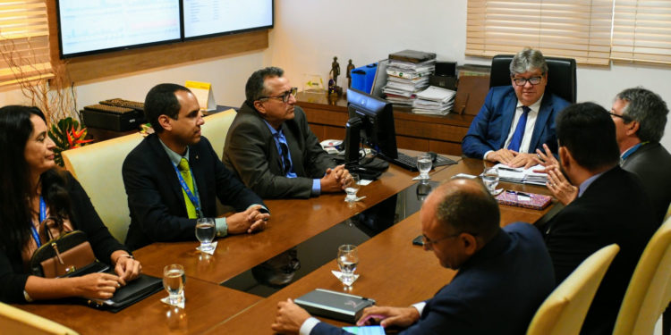 Na Granja Santana: João destaca potencialidades e equilíbrio fiscal da Paraíba em reunião com representantes da Caixa