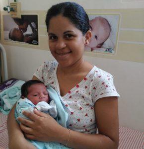 maeebebe 290x300 - NO MEIO DA ESTRADA: Mulher dá à luz dentro de carro no Brejo Paraibano