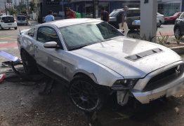Manobrista de restaurante se acidenta com carro de luxo de cliente, em João Pessoa