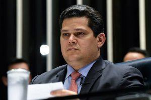 Davi Alcolumbre 300x199 - Alcolumbre diz que pretende adiar sabatina de Mendonça, indicado por Bolsonaro ao STF, até 2023