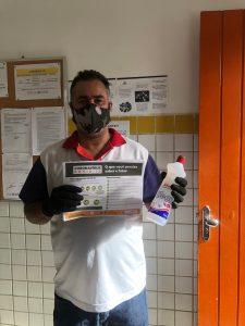 WhatsApp Image 2020 05 26 at 11.25.28 225x300 - Porteiros de escolas estaduais recebem máscaras de proteção e álcool em gel