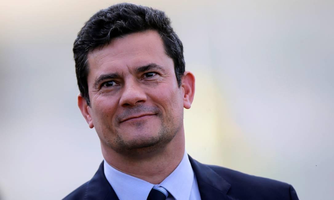 x83504907 Brazils Justice Minister Sergio Moro looks on during a ceremony outside the Planalto Palac.jpg.pagespeed.ic . Nha6VajCm - 'À LUZ DA ORDEM JURÍDICA': TRF-4 defende Lava-Jato e 'devido processo legal' de julgamentos