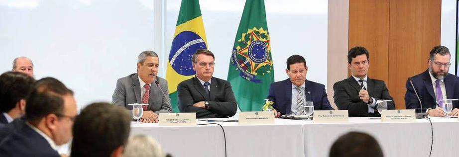 1589551685732 e1591021359671 - 'Covarde', afirma Bolsonaro ao acusar Moro de lhe impedir de armar a população
