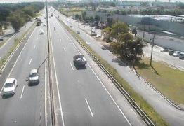 ENGAVETAMENTO NA BR-230: Carro da PMJP e outros cinco veículos se envolvem em acidente
