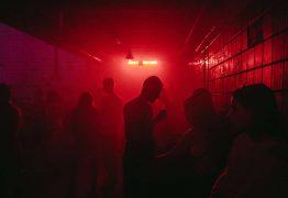 FESTA DA COVID-19: Fiscalização flagra 'rave' com 700 pessoas sem máscara
