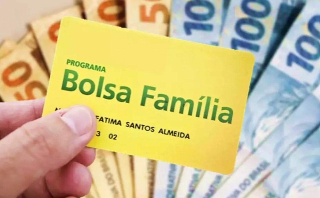 bolsa familia - Valor pago pelo Bolsa Família pode dobrar, diz Bolsonaro