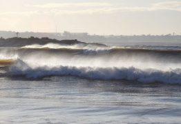 Marinha emite aviso de vento forte e mar com ondas de até 4 metros de altura, no Litoral da PB