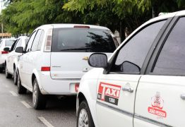 Taxistas de João Pessoa fazem manifestação para pedir aprovação de auxílio emergencial para a categoria