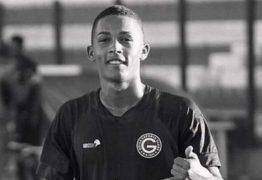 Meio campista do Goiás de 16 anos morreu após bater de moto contra um poste