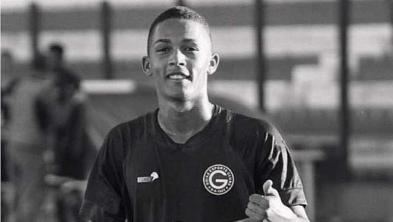 BB16Cv8e - Meio campista do Goiás de 16 anos morreu após bater de moto contra um poste