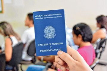 carteira de trabalho 2 360x240 - Brasil tem 2.299 vagas de emprego remoto ou híbrido; confira