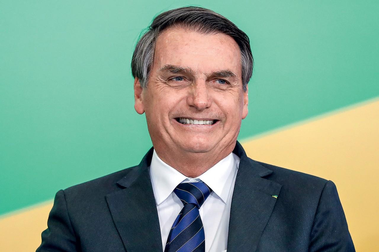 """jair bolsonaro 2019 - Internauta questiona Bolsonaro sobre preço do gás e presidente responde: """"Seja feliz sempre"""""""