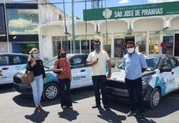 Com carreata, prefeito Chico Mendes entrega 15 novos veículos em São José de Piranhas