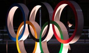 """toquio 2020 olimpiadas de toquio covid 19 coronavirus aneis olimpicos 300x179 - Organização das Olimpíadas irá distribuir 150 mil camisinhas a atletas mas pede: """"Sem sexo"""""""