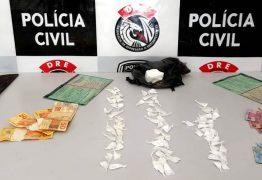 Polícia Civil prende homem em flagrante e desarticula mais uma 'boca de fumo' em CG