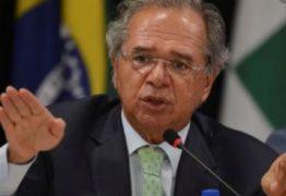 Guedes avisa a Bolsonaro que Renda Brasil de R$ 300 depende de fim das deduções do IR