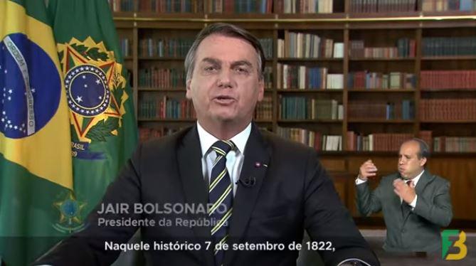 BOZO - PRONUNCIAMENTO: Bolsonaro diz defender democracia e celebra golpe