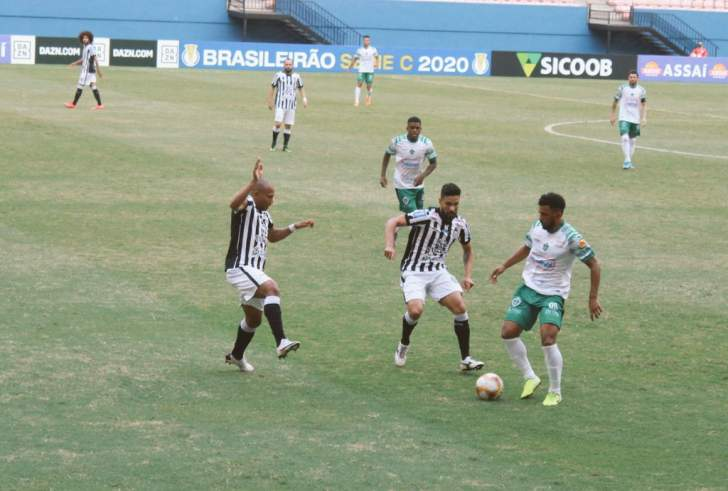 jogog - Treze volta a sofrer gol no fim e cede empate para o Manaus; jogo termina em confusão com a polícia