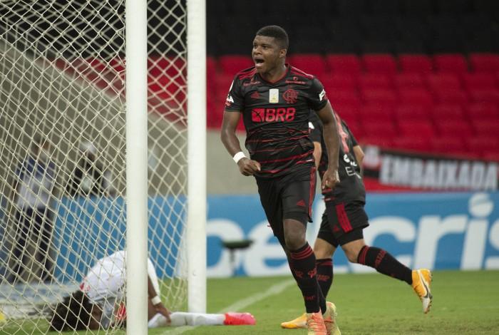 1 1602808750017 20243130 - ATUAÇÕES: jogadores do Flamengo sentem desgaste físico e têm rendimento fraco no Maracanã