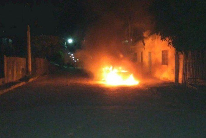 1 2tjb5qnu04crcavsppbq7kxbd 20366700 - Mulher coloca fogo no carro do ex que estava com outra dentro e conta com a ajuda da filha – VEJA VÍDEO