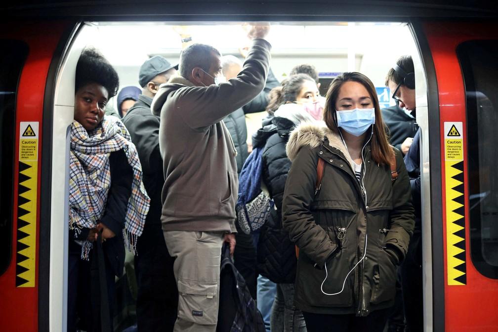 2020 10 15t113452z 1271552898 rc2vij996ugr rtrmadp 3 health coronavirus britain - Reino Unido anuncia fase de 'alto risco' em Londres e amplia restrições