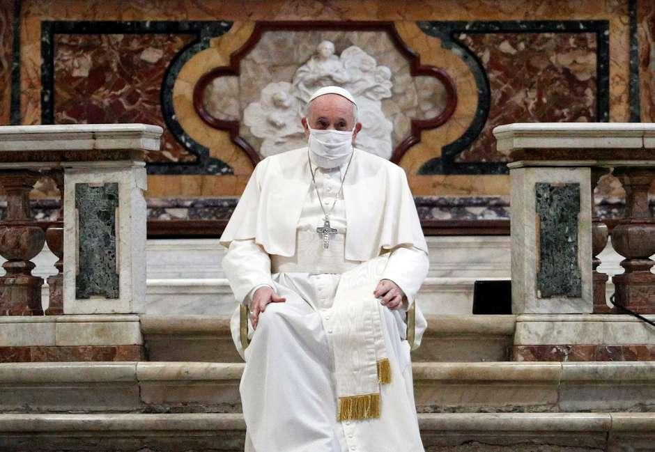 2020 10 20T171224Z 1 LYNXMPEG9J1FN RTROPTP 4 SAUDE CORONAVIRUS PAPA MASCARA - Papa usa máscara pela primeira vez em público após caso de covid em residência oficial