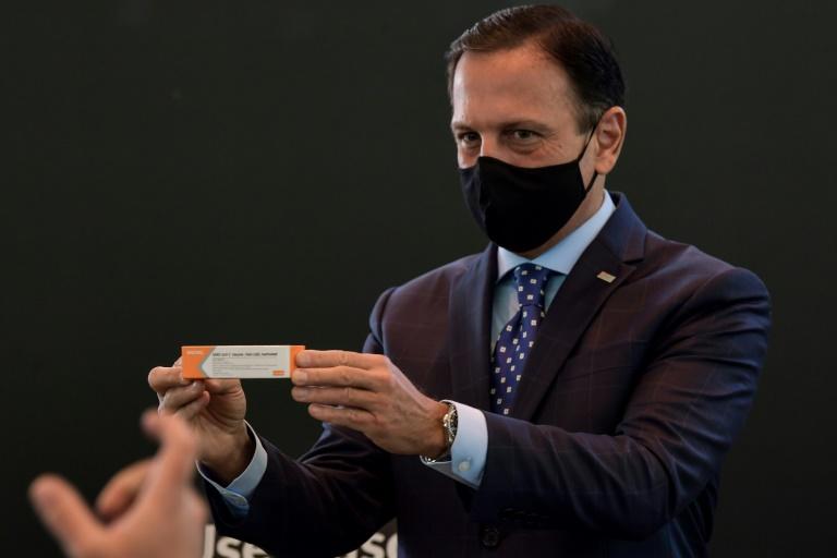 3e5ae86f7165ae3ab8e13df366ea83e651a34d57 1 - João Doria posa com Coronavac e diz que Bolsonaro deve respeitar ministro da Saúde