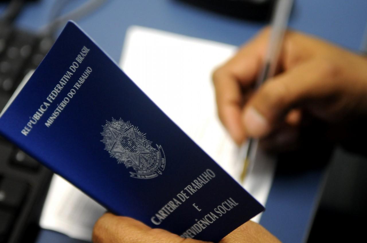 42041455941 0435cbbdd5 k 4 - Governo propõe seguro-desemprego extra para quem foi demitido de 20/3 a 31/7