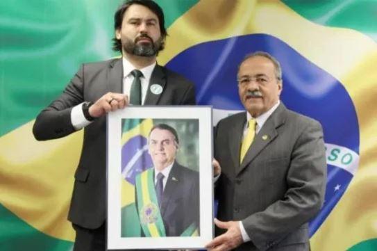5555 - Aliados defendem que Léo Índio primo dos filho de bolsonaro deixe assessoria do senador da cueca Chico Rodrigues