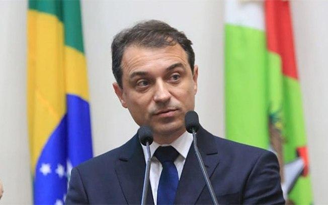 6iw3k50q25840ytnem06n7pdh - Comissão decide afastar governador por irregularidades durante 180 dias