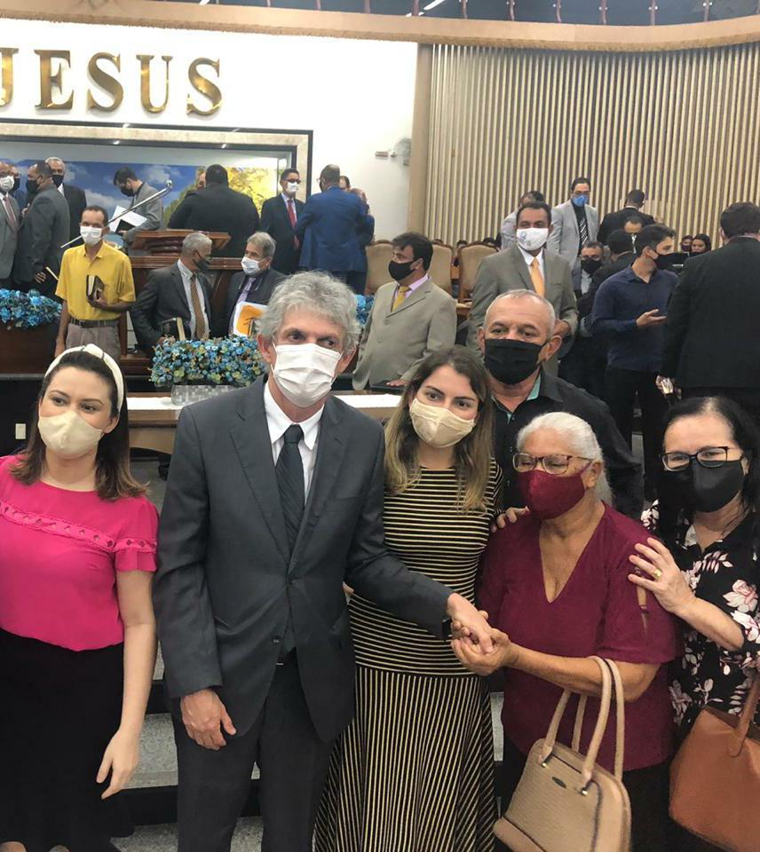 8c3f93fb a251 4b2c 893a 93a0f04b02dd - NOVOS TEMPOS: Ricardo Coutinho e esposa marcam presença em culto da Assembleia de Deus - VEJA VÍDEO