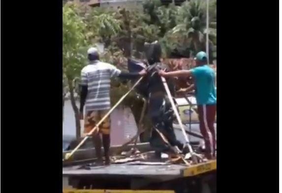 Capturar.JPGRR  1 - DESAPLAUDIDO EM PENEDO: Carlinhos Maia ganha estátua, mas população impede prefeitura de instalar - VEJA VÍDEO