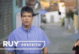 Guia eleitoral de Ruy Carneiro mostra ações e trabalho do candidato