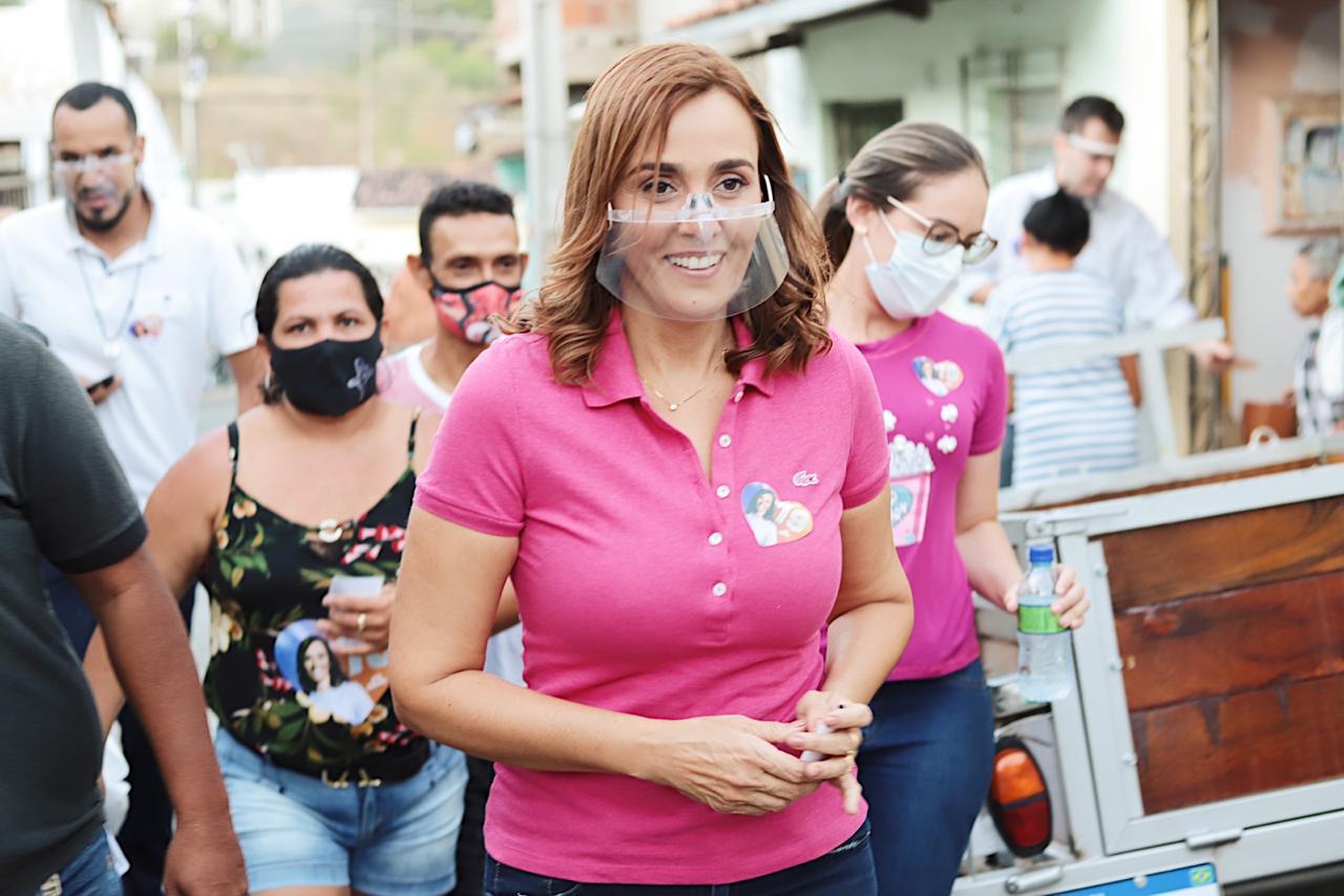 WhatsApp Image 2020 10 18 at 19.05.34 - Em Caminhada na Vila Cabral, Ana Cláduia é acolhida pela população e garante construir creche e ampliar assistência à saúde